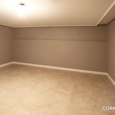 стеновая пробка в интерьре квартиры