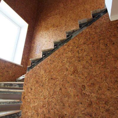 пробка в отделке лестницы