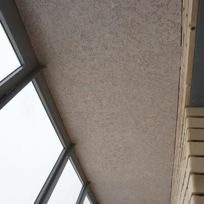 отделка пробкой потолка на балконе
