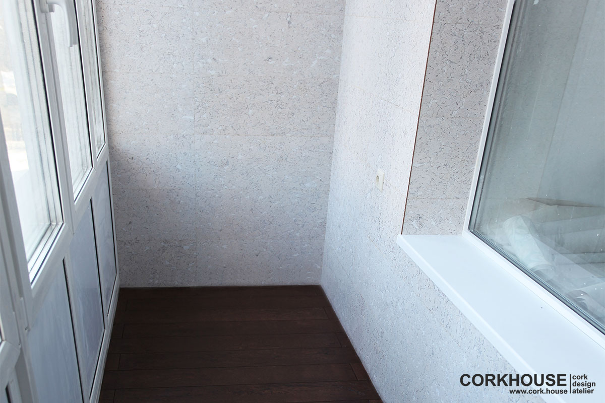 отделка балкона пробкой